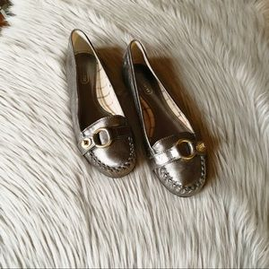 COACH Orchid Silver Buckle Loafers Size 8